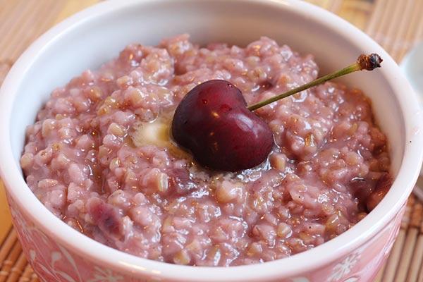 creamy oatmeal with cherries
